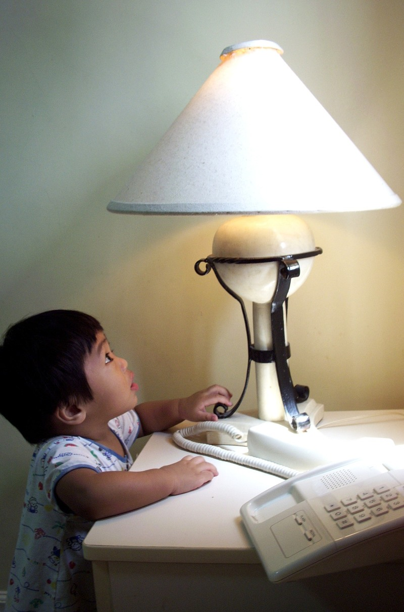 Jet_looks_up_lamp